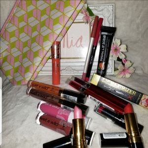 Accessories - SOLD OF LIPSTICK LIPGLOSS PLUMPER LIP LINERS